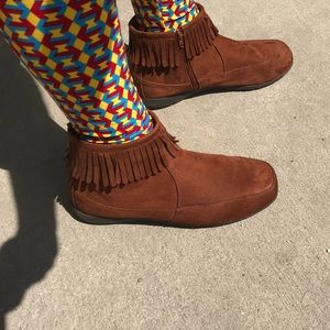 Shoes - Super cute fringed ankle booties!
